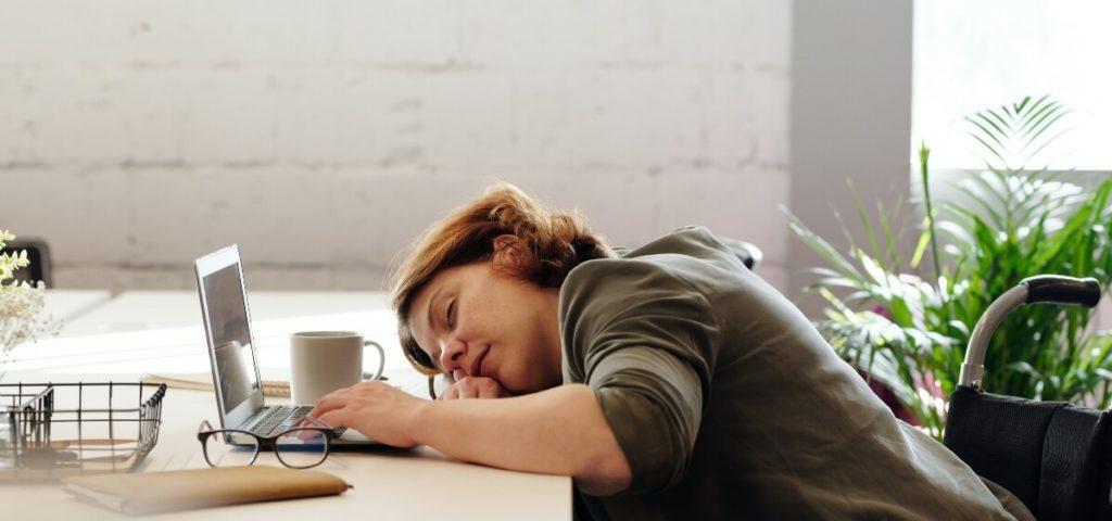 A kiégés mindenkit érinthet függetlenül attól, hogy férfi vagy nő, hány éves, mennyi ideje dolgozik, hol dolgozik, vagy dolgozik e egyáltalán.